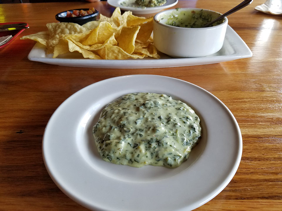 Applebee's - chips, salsa, spinach artichoke dip