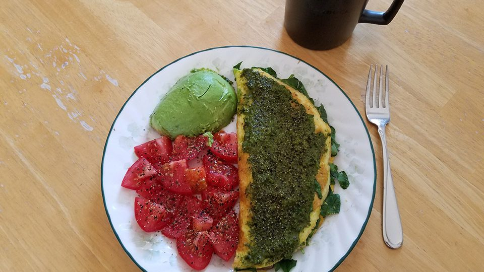 3-egg spinach mushroom omelet, tomato, avocado, herbal tea with 1/2 scoop collagen